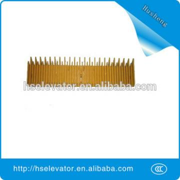 escalator comb plate middle, elevator yellow border